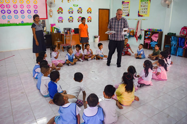 Br Ron Fratzke SVD teaching children in Thailand 650