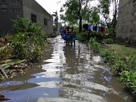 Mozambique flood appeal water 450