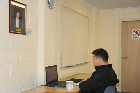 Quoc Cuong Dang attending online zoom lecture 550