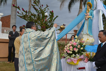 Vietnamese Chaplaincy Marian procession 350